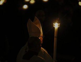 Papa na Vigília Pascal: em meio ao silêncio, as pedras começam a gritar