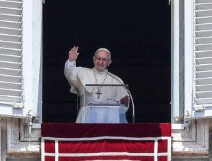 Papa: o amor que recebemos de Cristo eucarístico deve ser partilhado