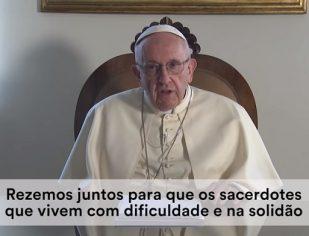 Papa convida a acompanhar e apoiar os sacerdotes com amizade