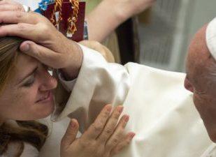Papa: Cristãos autênticos não têm medo de se abrir