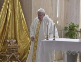 Papa afirma que o desafio do cristão é viver os mandamentos de maneira concreta