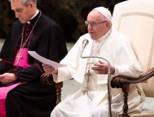 Rezar já é vencer o desespero e a solidão, assinala o Papa Francisco no ângelus