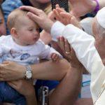 Papa Francisco incentiva a construir um mundo digno para as crianças