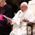 Rezar já é vencer o desespero e a solidão, assinala o Papa Francisco na Catequese