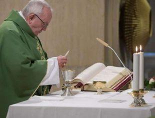 O Pai-Nosso educa quem o invoca a não multiplicar palavras vazias, diz Papa Francisco