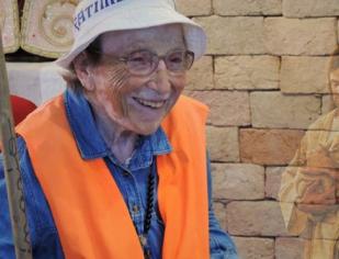 """""""Vovó peregrina"""" de 95 anos chega à Basílica de Nazaré em Belém, após 30 dias de caminhada"""