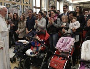Papa Francisco: conforto e ajuda aos mais pobres, sem distinção