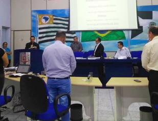 Padre Ocimar abençoa o inicio dos trabalhos na Câmara Municipal