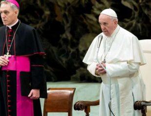 Papa Francisco pede respeito na oração: Não se pode rezar como papagaios