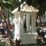 ABSURDO: Ministério Público pede retirada de oratório de praça e sacerdote responde
