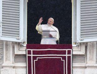 Papa: o Espírito Santo, que guia a Igreja, faz brilhar o rosto autêntico desejado por Jesus