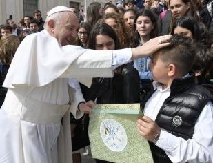 Papa: a salvação não se compra, é dom gratuito
