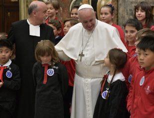 Papa Francisco: A educação não pode ser apenas um trabalho, mas uma missão