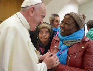 Os pobres não são lixo humano, precisam do nosso amor, diz Papa Francisco