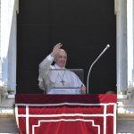 Papa: amar Jesus, também, se traduz em proximidade aos mais necessitados.