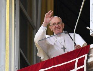 Papa no Angelus: que os bens materiais não desviem do verdadeiro tesouro