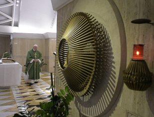 A Oração simples comove Jesus, afirma papa Francisco