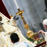 Papa: a Igreja tem um coração de mãe. Aproximando-se de Maria encontra seu centro e sua unidade