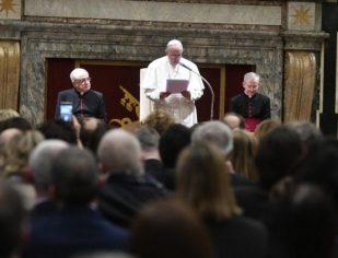 Papa Francisco: o doente não é um número, mas uma pessoa que precisa de humanidade
