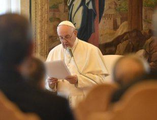 O Papa: o direito deve ser um baluarte em defesa dos últimos e dos pobres
