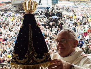 Papa Francisco pede que brasileiros se coloquem no colo de Nossa Senhora Aparecida